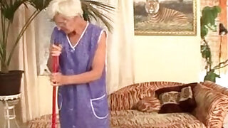 Granny gets fucked by young master