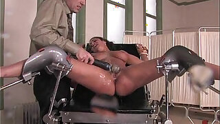 Sexy Ebony Babe in stockings Gets Facefucked